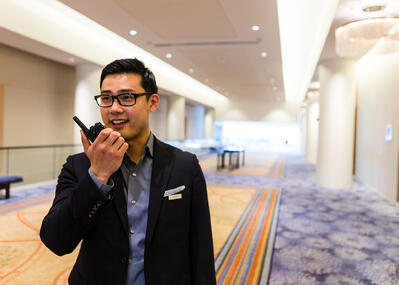 3-reasons-two-way-radios-are-the-best-internal-communication-tools